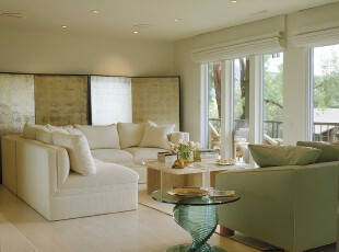 简约风格客厅,采用白色和浅绿色,看上去十分素雅洁净,而且巧妙地与窗外的白云绿树相呼应。,客厅,窗帘,简约,绿色,白色,
