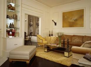 欧式小客厅,独特的墙面和灯具设计让人有种典雅的感觉。,客厅,欧式,灯具,墙面,白色,黄色,