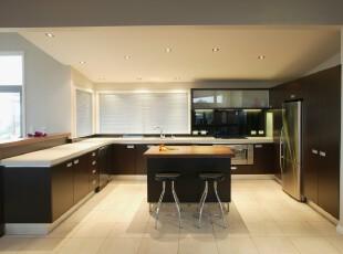现代简约厨房,简单便是美,这样干净整洁的厨房让人烹饪时倍感舒心。,厨房,现代,简约,黑白,墙面,