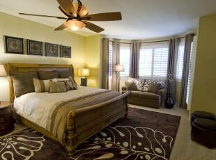 新古典卧室,浅黄色的色彩将古典与清新结合起来,别具风味。,卧室,新古典,灯具,窗帘,墙面,相片墙,黄色,