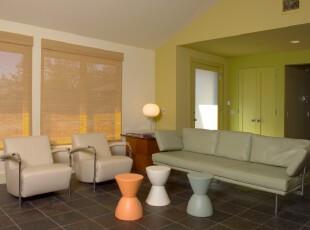 简约宜家风格客厅,丰富的色彩让简单的客厅极具层次感。,客厅,简约,宜家,窗帘,墙面,灯具,黄色,绿色,