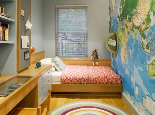 """简约趣味儿童房,最吸引人的是满满一面世界地图,有趣的是设计师在""""地图""""上开拓出一个小型的收纳空间,好玩又实用。,儿童房,地台,收纳,窗帘,墙面,简约,红色,蓝色,绿色,"""