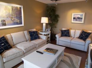 宜家简约风客厅,少量的蓝色让整体白色调的客厅稍显静谧。,客厅,墙面,灯具,宜家,简约,白色,黄色,蓝色,