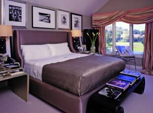 现代风格卧室,淡紫色容易让人放轻松,这是一个舒适的睡眠空间。,卧室,现代,窗帘,相片墙,墙面,灯具,紫色,黑白,