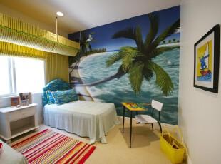 简约热带风情儿童房,小小的空间充满了热带海岸的气息,那犹如椰叶般的卷帘与大幅沙滩墙画互相呼应。靠墙摆放蓝白一体的小床,就像是躺在沙滩上,枕着海浪声入眠一般。,儿童房,简约,宜家,窗帘,墙面,白色,蓝色,黄色,