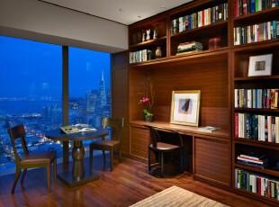 现代风格的书房,简洁的家具、有效的收纳给人一种沉稳、大气的感觉。工作读书疲劳时还可遥望窗外美景,或续上一杯咖啡稍作休息。,书房,现代,原木色,收纳,