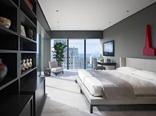 现代风格卧室,奉行简约主义,杂乱的物品交由大收纳柜存放,显眼的黑色木柜大气十足。利用多扇落地窗拓展视野,空间更加开阔。,卧室,现代,简约,收纳,墙面,白色,黑白,