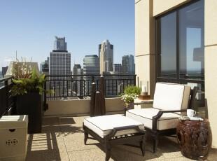 现代简约式阳台,坐在黑白座椅上,只需一杯咖啡,一份杂志,一个人的午后时光便这样悄悄度过。,阳台,现代,简约,黑白,