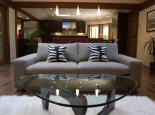 简约风格的客厅,宽敞、大气。,客厅,灯具,简约,黑白,原木色,