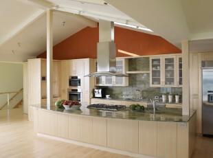简约风格的厨房,橱柜与地板同样采用淡淡的黄色装饰,整个空间显得格外素净利落。,厨房,简约,黄色,墙面,