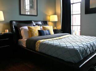 现代宜家卧室,十分简单、朴实。,卧室,现代,宜家,灯具,窗帘,蓝色,黑白,
