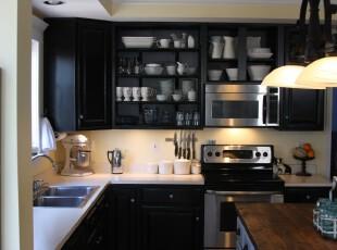 现代风格的厨房,以黑白为主色调,非常大气。,厨房,现代,宜家,黑白,灯具,收纳,