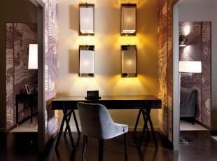 需要在狭小的过道里开辟一个独立的休息空间,你可以试试这个设计方案。而整体最让人在意的视觉效果便是那满室的紫色螺旋墙面装饰,这种装饰造就了一种错觉上的美感。,过道,现代,小资,灯具,墙面,紫色,黑白,