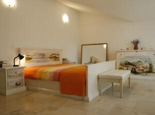 田园式卧室,其简约的设计风格给人心情放松的感觉,简洁大方的设计,使整个空间更觉宽敞。,卧室,田园,简约,灯具,白色,黄色,