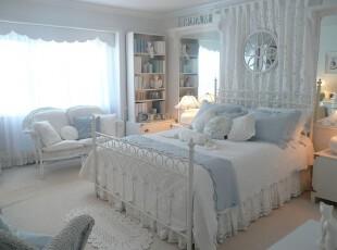 新古典风格的卧室,白净明亮,有如梦幻一般,这是每个少女心目中的公主房。,卧室,新古典,白色,蓝色,窗帘,灯具,墙面,