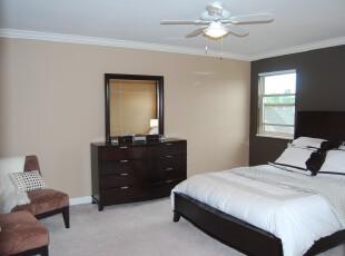 简约风格的卧室,黑白家具凸显出卧室的雅致、简洁。,卧室,简约,黑白,白色,