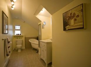 现代风格卫生间,白色给人简洁干净的印象,配合着空间走势设计出特有的墙面和洗漱台,极具个性。,卫生间,现代,墙面,宜家,白色,