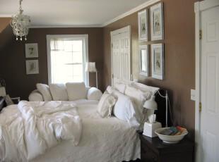 现代主义卧室,摒弃浮夸和奢华,用白色和棕色调配出一份浓浓的咖啡情调。,卧室,现代,小资,白色,灯具,相片墙,墙面,