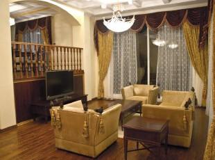 简约欧式风格的客厅蕴含着一种内敛的奢华。,客厅,简约,欧式,墙面,窗帘,灯具,原木色,黄色,