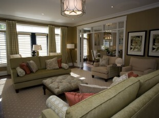 现代素雅风格客厅,采用浅色的色彩营造出静谧、祥和的氛围。,客厅,现代,灯具,窗帘,墙面,春色,绿色,