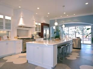 地中海风格厨房弥漫着蔚蓝色的浪漫情调,亲和自然。,厨房,地中海,小资,宜家,灯具,墙面,餐厅,餐台,白色,蓝色,