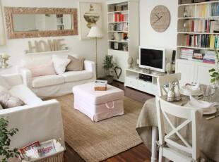 现代主义客厅,为了在小户型居所里打造一个简洁的空间,客厅采用白色为主色调,这样的色调在光照下能够让客厅更加明亮。虽然有不少的小物件,但有效的收纳空间设计让客厅看起来并不杂乱,而且更有温馨小家的感觉。,客厅,现代,宜家,小资,白色,粉色,原木色,