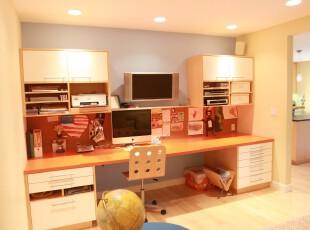 现代书房,宜家的设计能让人享受轻松的生活、家庭办公环境。,书房,现代,宜家,收纳,工作台,黄色,原木色,白色,