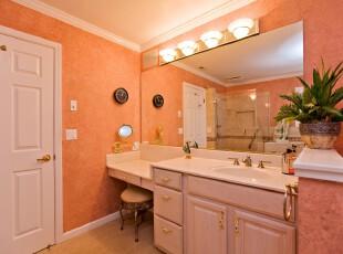 简约欧式卫生间,橘红色和白色的搭配充满了小资情调。,卫生间,简约,欧式,白色,粉色,灯具,墙面,