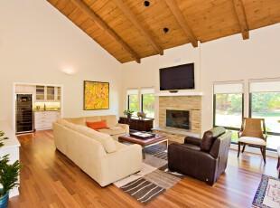 大户型的现代风格客厅,高空间和宽敞的开放式客厅,感觉极其自由轻松。,客厅,现代,白色,黑白,原木色,墙面,
