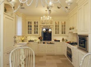 简约欧式厨房,明朗、宽敞、大气,浮现出一种精致的贵气。,厨房,简约,欧式,白色,墙面,收纳,灯具,