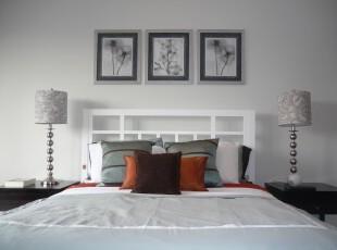 现代简约风格卧室,整洁对称的设计给人大方的感觉。,卧室,现代,简约,相片墙,灯具,黑白,白色,