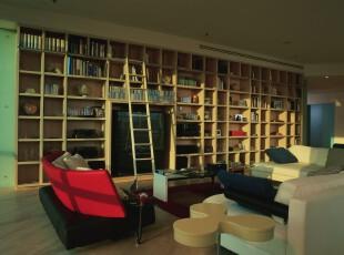 现代大型活动室,一整面的收纳柜提供强大的收纳能力。,书房,现代,收纳,原木色,
