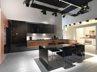 现代简约主义厨房餐厅,黑白家具极具质感,空间显得高雅大气。,厨房,餐厅,现代,简约,黑白,原木色,餐台,