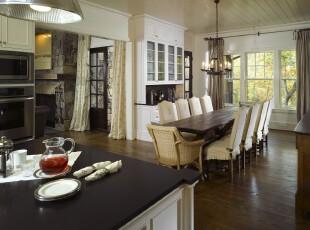 简约欧式餐厅,开放式的设计显得宽敞明亮。原木色餐桌和仿古灯具带来一种古朴的气息。,餐厅,餐台,简约,欧式,灯具,原木色,白色,