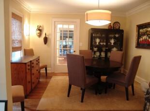 现代主义餐厅,摒弃浮夸和华贵,选用简单的家具和淡雅的黄色墙面让餐厅变得温暖宜家。,餐厅,餐台,现代,宜家,灯具,收纳,黑白,