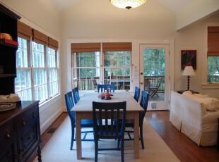 简约中式餐厅,完全开放式设计,黑白桌椅线条简化,在古式收纳柜和竹帘的陪衬下,更具中式韵味。,餐厅,餐台,中式,简约,窗帘,黑白,白色,