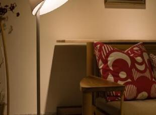 【型号】HYL79017 【材质】布艺、锌合金 【尺寸】Φ35.5 H140-165 【颜色】银灰色、黑色,灯体烤漆银灰 【光源】E27 2*60W 不含光源 【适用】客厅 卧室 书房,现代主义,灯具,
