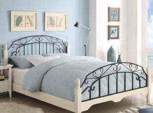 此款铁艺床一直是我们的主推的产品,全实木的床柱,加上静音排骨架设计,美观大方而实用。,现代主义,床,