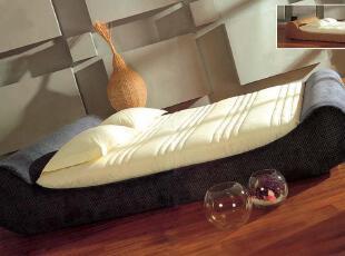 一般每季度保养一次。用干净软布搽净套床表面后,皮革面料可用专用皮革清洁剂均匀涂搽表面,稍后再用干净软布搽匀清洁。纺织面料清洗保养应提供方法规定,防止洗涤后面料缩水影响使用。,现代主义,床,