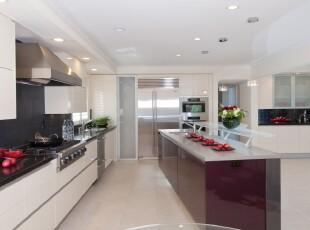 简约宜家厨房,素雅洁净。,厨房,现代,简约,宜家,白色,黑白,红色,吧台,
