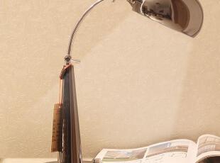 美式长臂台灯,延续至今仍然深受用户的喜爱,两个转动臂和三个转轴,方便的将灯罩转到任何位置,灯罩本身也可以上下转动,防止刺眼,做工精良,表面阳极氧化生成,采用出口欧洲标准。,现代主义,灯具,