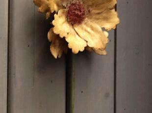 黄色太阳花朵搭配透着贵族般低调奢华的草绿色铁艺,弯曲成妩媚女子般的妖娆。暗哑斑驳的表面透出地中海式的陈旧,简约的挂钩本身也能赋予神秘的味道。挂钩为铁艺做旧风格,手工上漆,偶有掉漆或裂纹,属正常出品。要求完美的亲慎拍。,现代主义,挂钩,