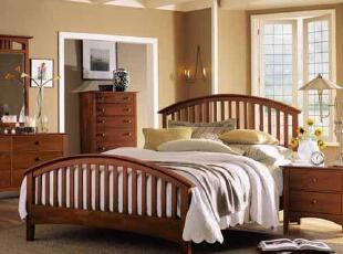 整体采用红橡木结构,无贴皮,无拼接板,附件采用五金配件,传统格调,床,