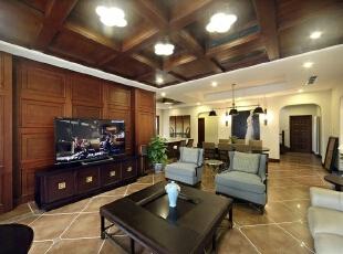 电视背景墙和客厅吊顶无疑是本案例中相对浓墨重彩的一笔。华丽之处不需全屋的土豪金,只需在必要空间画龙点睛。,
