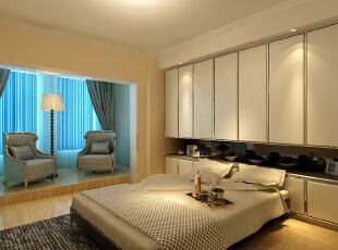 设计理念:满足使用功能的前提下,简单实用。 亮点:将阳台的位置加一地台,这样卧室就增加了观景的功能区。卧室中将床侧面的墙全做了一面柜子,满足了家中对储物的需求。床头用软包和壁纸来做背景,让人觉得整个卧室格外温馨让人更加放松舒适。,