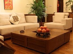 本套居室中最出彩的要数业主从泰国淘回来的民族装饰品,原汁原味、生动唯美。,