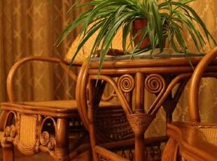 阳台上的小桌子,