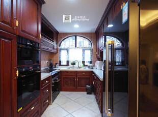 这是完工后的厨房实景照片,