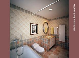 这是设计时画的三楼主卫的效果图  卫生间的瓷砖开工前就建议了砖款并用效果图画出了拼贴方式和效果,