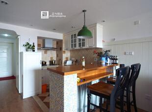 这是厨房餐厅的实景照片,